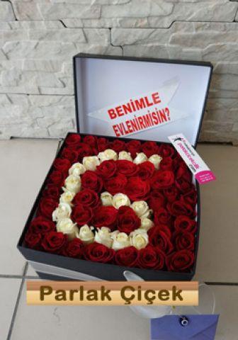İstoç Çiçekçi Kutuda Kırmızı Gül Harf
