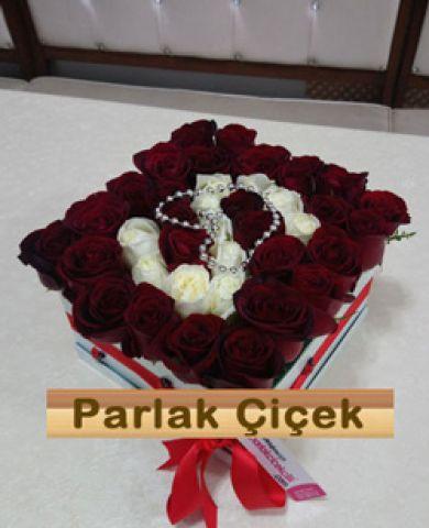 İstoç Çiçekçi Kutulu Kırmızı Gül